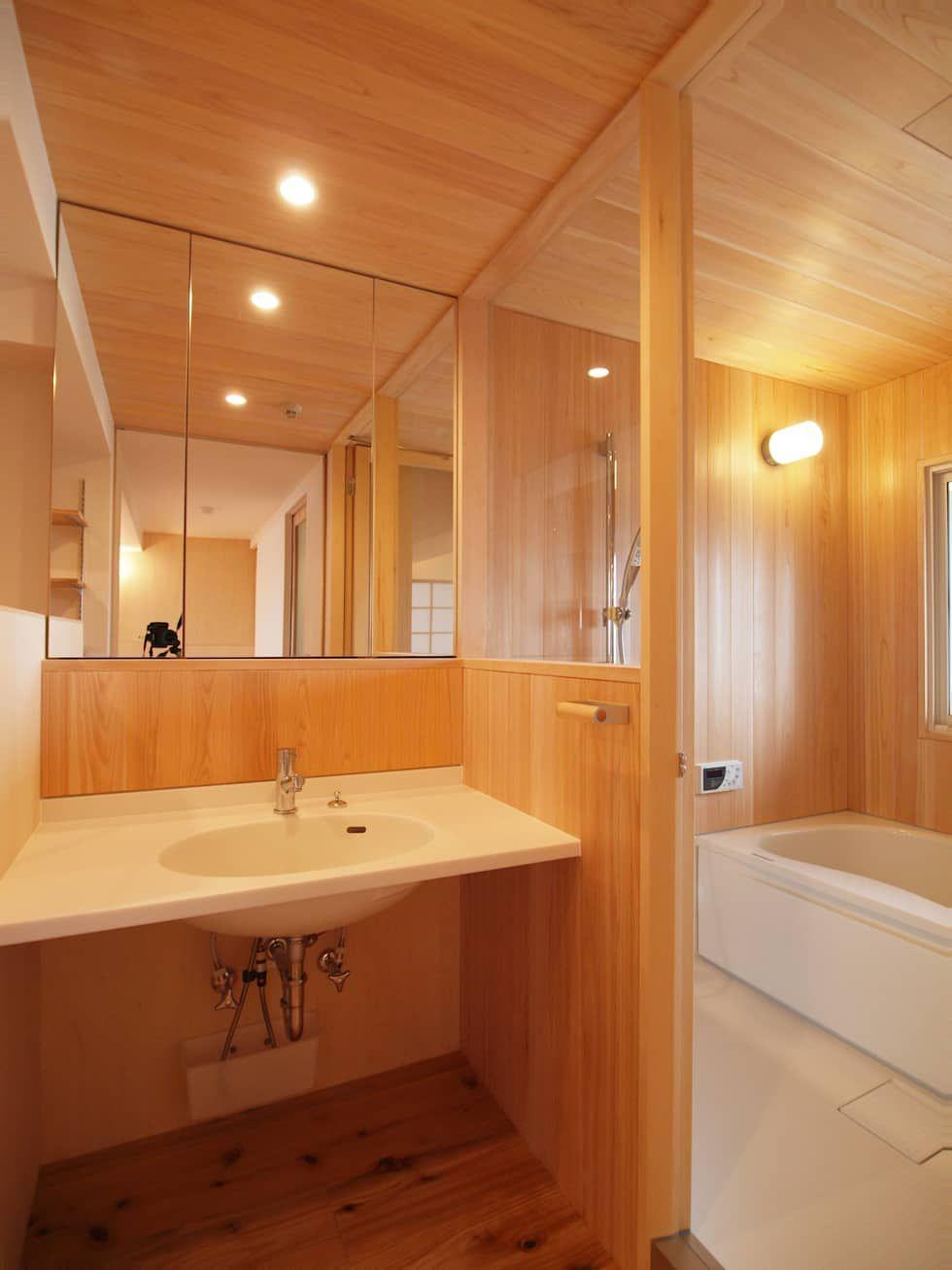さわら材 ハーフユニットを用いた木の浴室 I Think一級建築設計事務所が手掛けたスカンジナビアです 北欧 木 木目調 Homify ユニットバス 現代的なバスルーム バスルームのレイアウト
