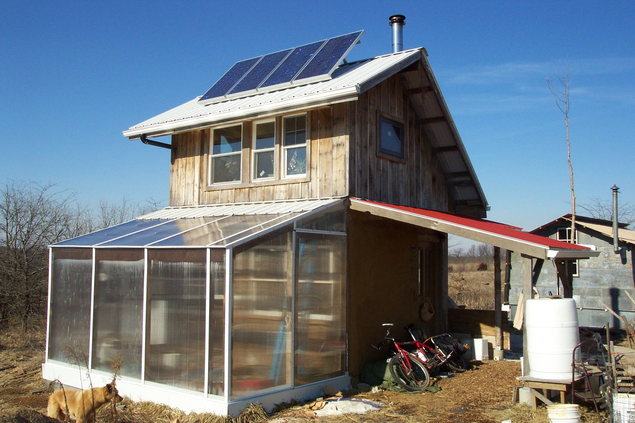Architecture,Dazzling Small Sustainable Homes With Unique Style House And  Awesome Solar Panels On The