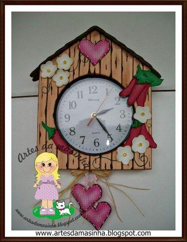 99ac5906436 Paso a paso Reloj de pared en goma eva Este reloj decorado en goma eva es