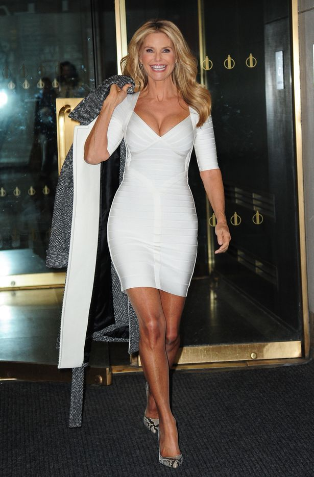 Sports Illustrated model Christie Brinkley looks smoking hot in ...