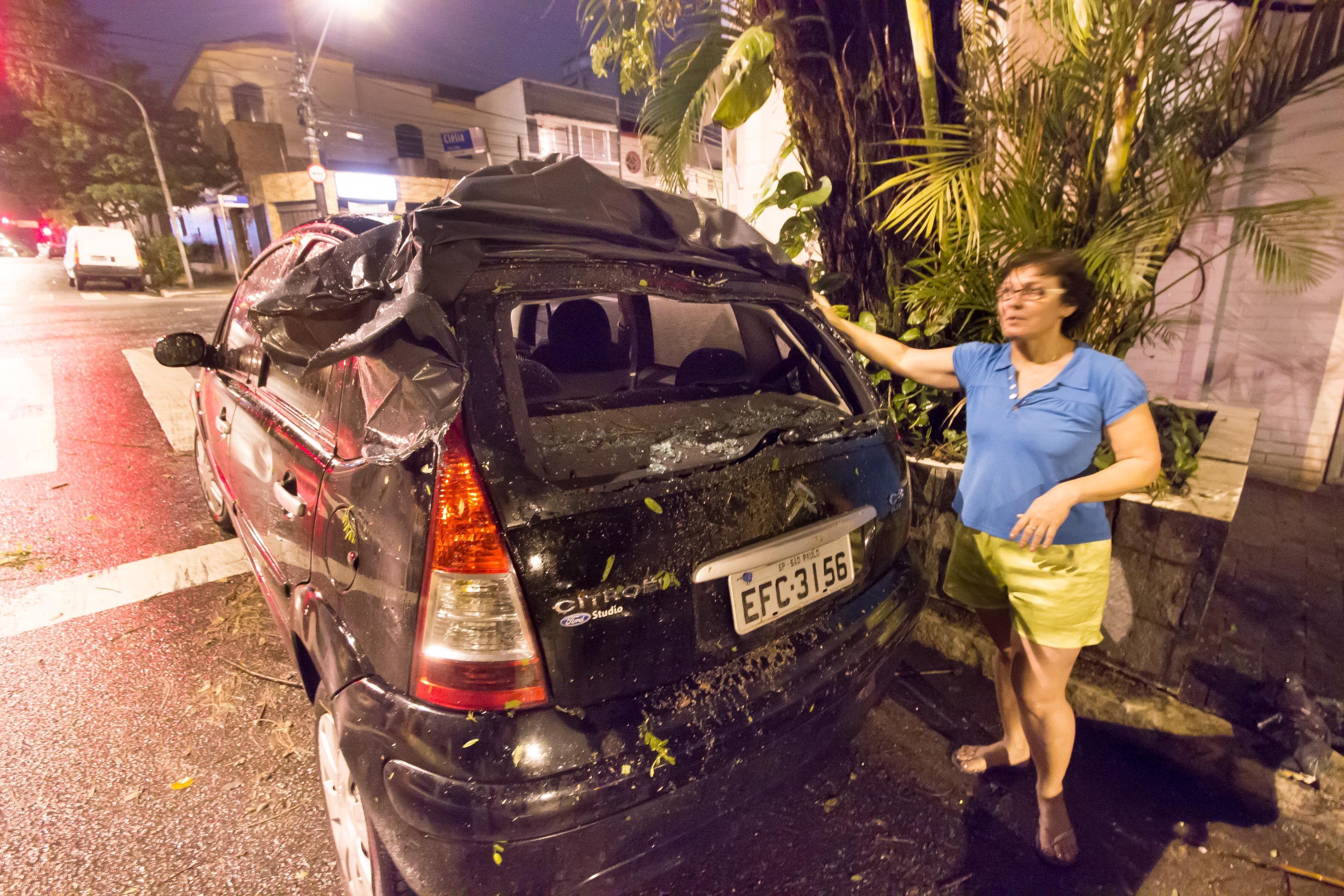 São Paulo: Chuva na madrugada alaga ruas e derruba árvores em SP-http://spagora.com.br/chuva-na-madrugada-alaga-ruas-e-derruba-arvores-em-sp/