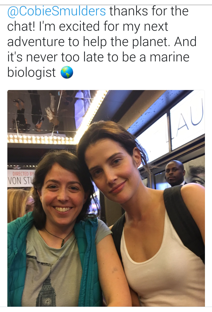 Cobie With A Fan Cobie Smulders Robin Scherbatsky Celebrities