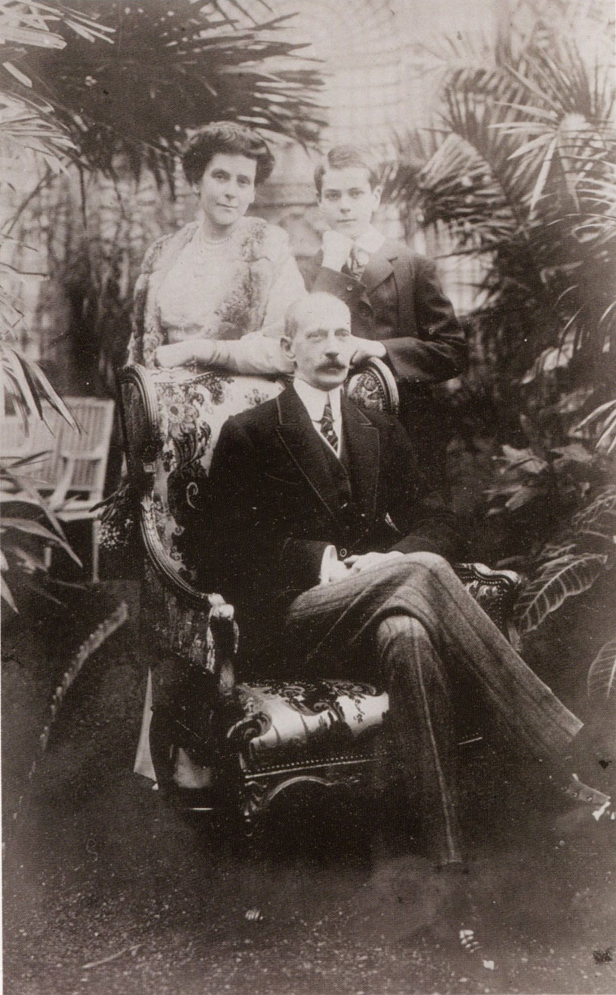 Grand Duke Paul Alexandrovich with his wife Olga Valerianova, Countess Hohenfelsen (Princess Paley since 1915) and their son Vladimir