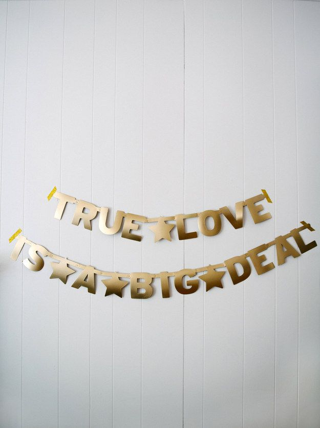 Cartel personalizado | 25 Ideas de bodas para parejas perezosas