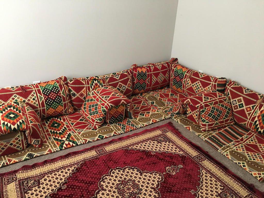 صور جلسات عربية جميلة جلسات استقبال ليبية صالات عربية صورة مجلس عربي في ليبيا اجمل الصور In 2021 Throw Blanket Blanket Photo