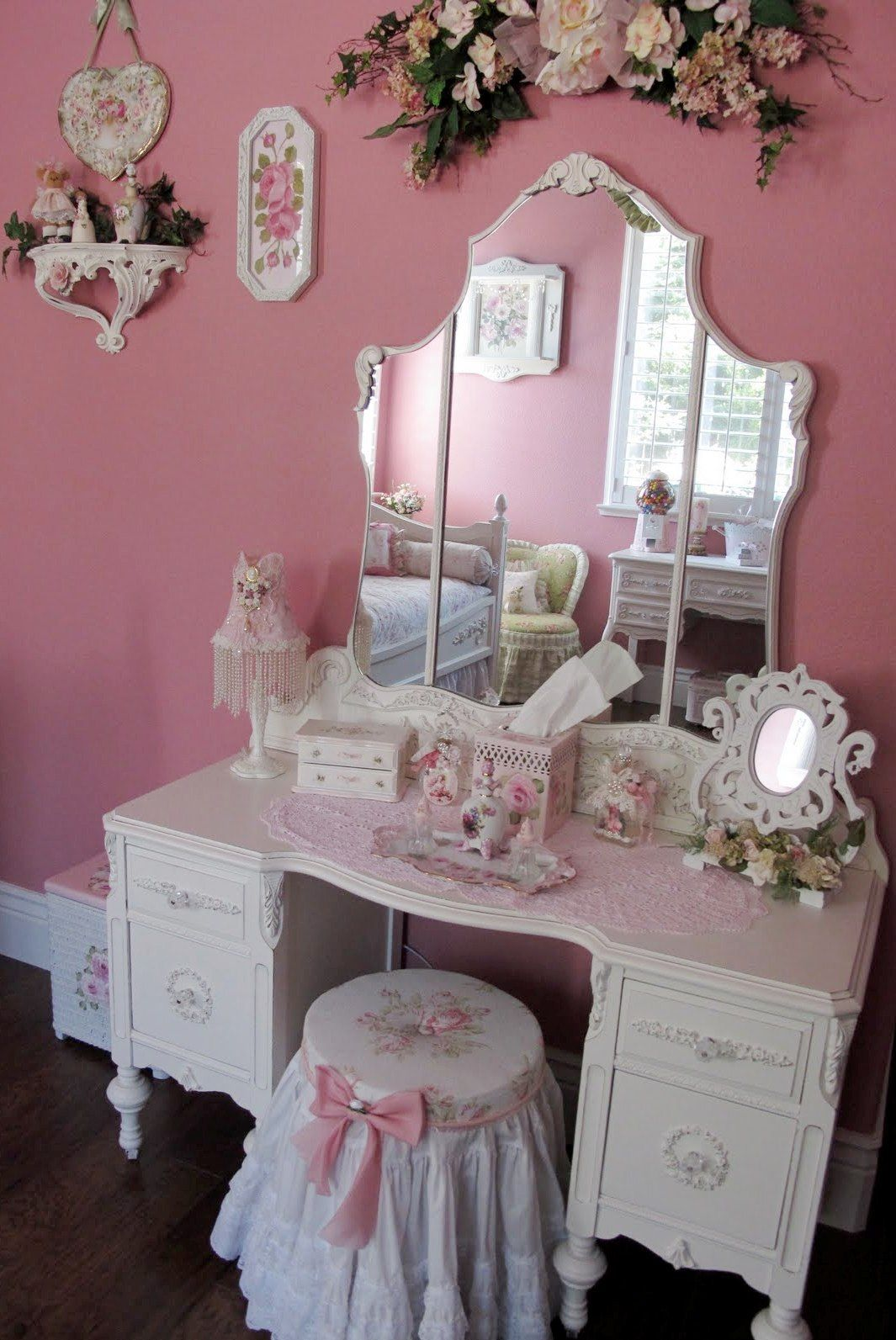 Love This Dressing Table   Reminds Me Of My Dolly Varden When I Was A Little  Girl :)