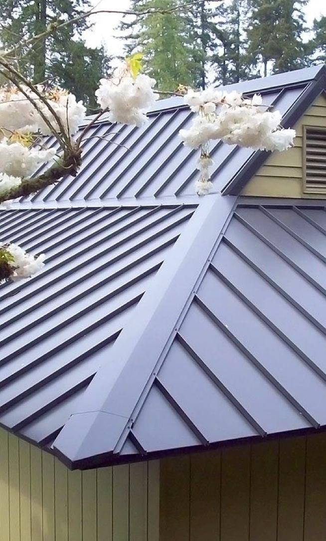 35 Atemberaubende Designideen Fur Metalldacher Atemberaubende Designideen Fur Metalldacher In 2020 Metal Roof Metal Roof Colors Roof Design