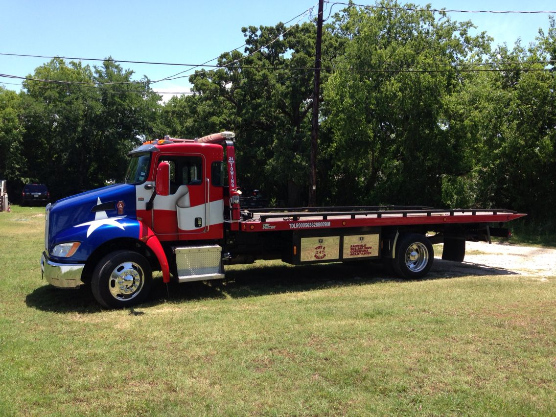 I45 Tire And Wrecker With Images Flatbed Towing Kenworth