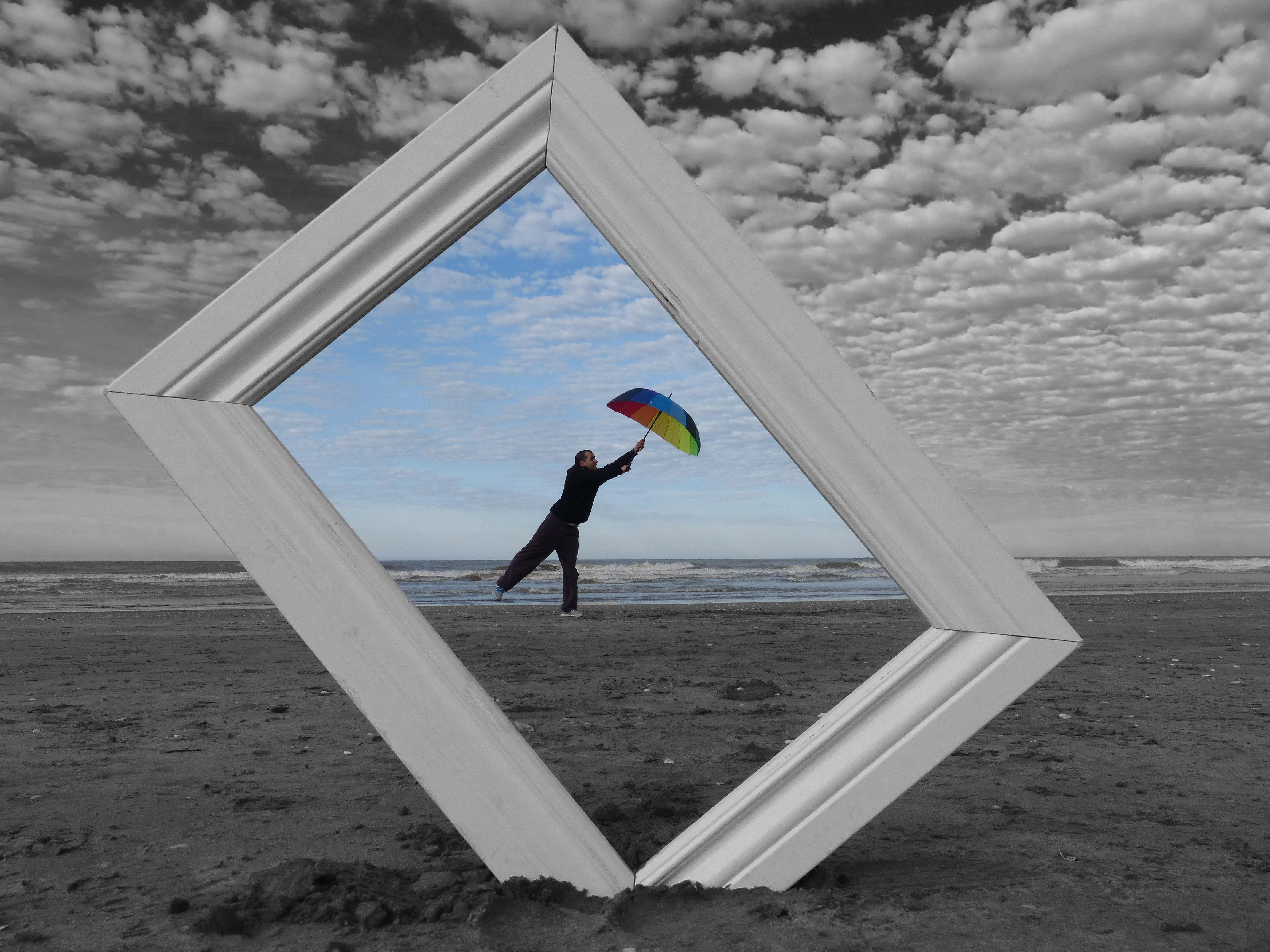 marco - paraguas - playa