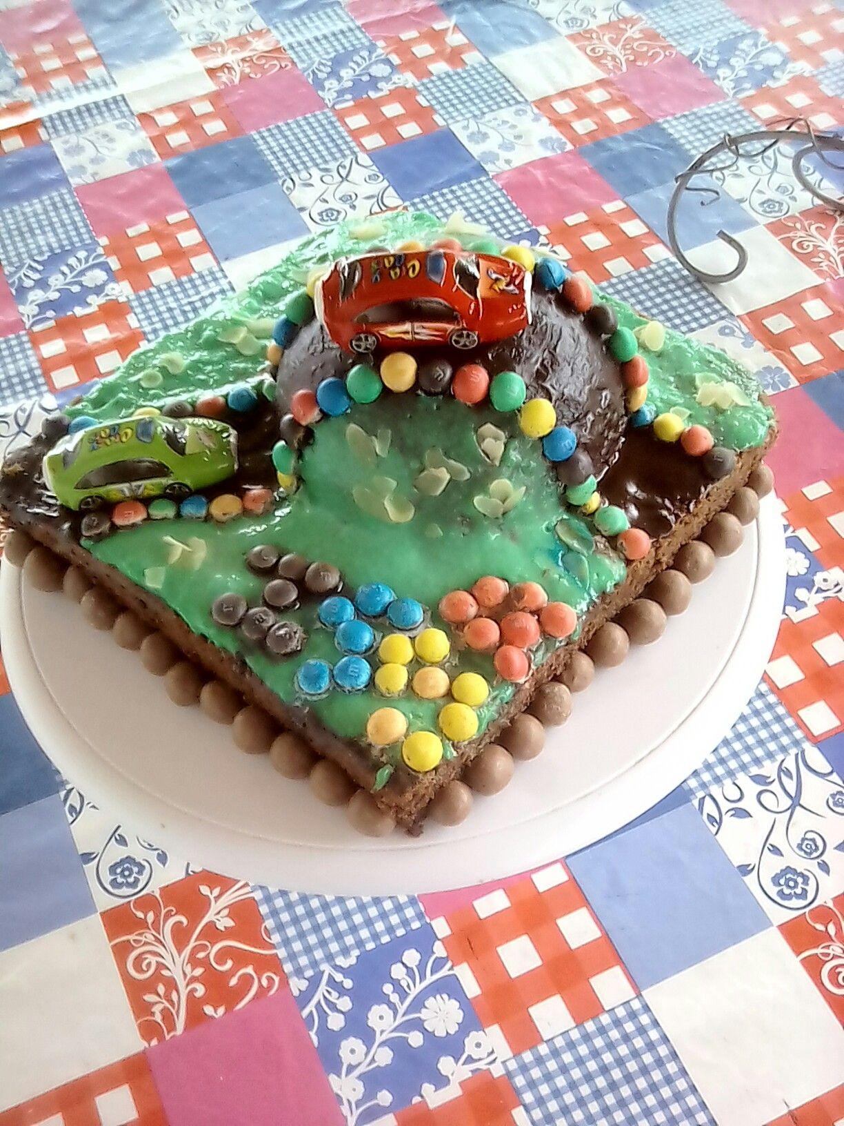 Gâteau 3d d'anniversaire, voiture de course racetrack cake By mwanamshe nde upiho
