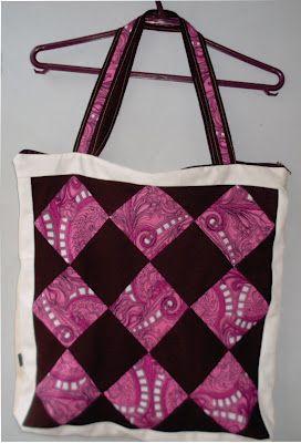 Bolsa com quadrados de tecido