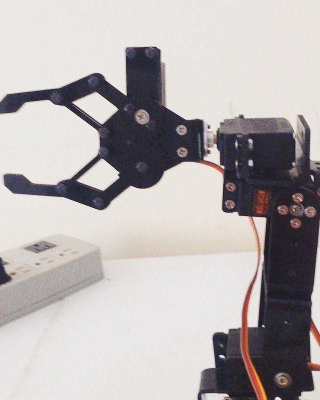testing..... #robotic #arduino #servos #testing #gripper #futaba ...