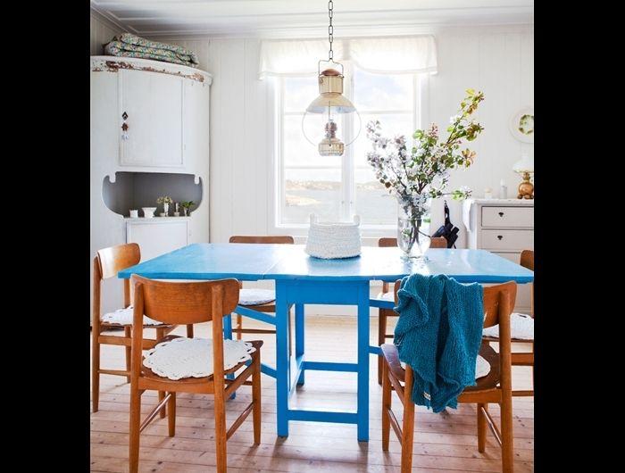 6 sätt att förvandla din friggebod - Friggebodar, garage, växthus och förråd  Gillar särskilt tipset om att ha loftsäng ovanför soffa när takhöjden är begränsad - soffa kräver inte lika mycket höjd som tex skrivbord.