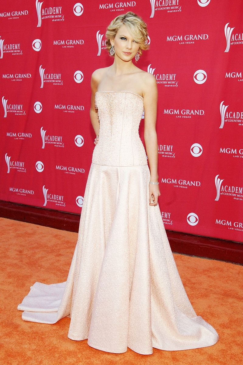 ACM awards best red carpet style: Taylor Swift, Shakira