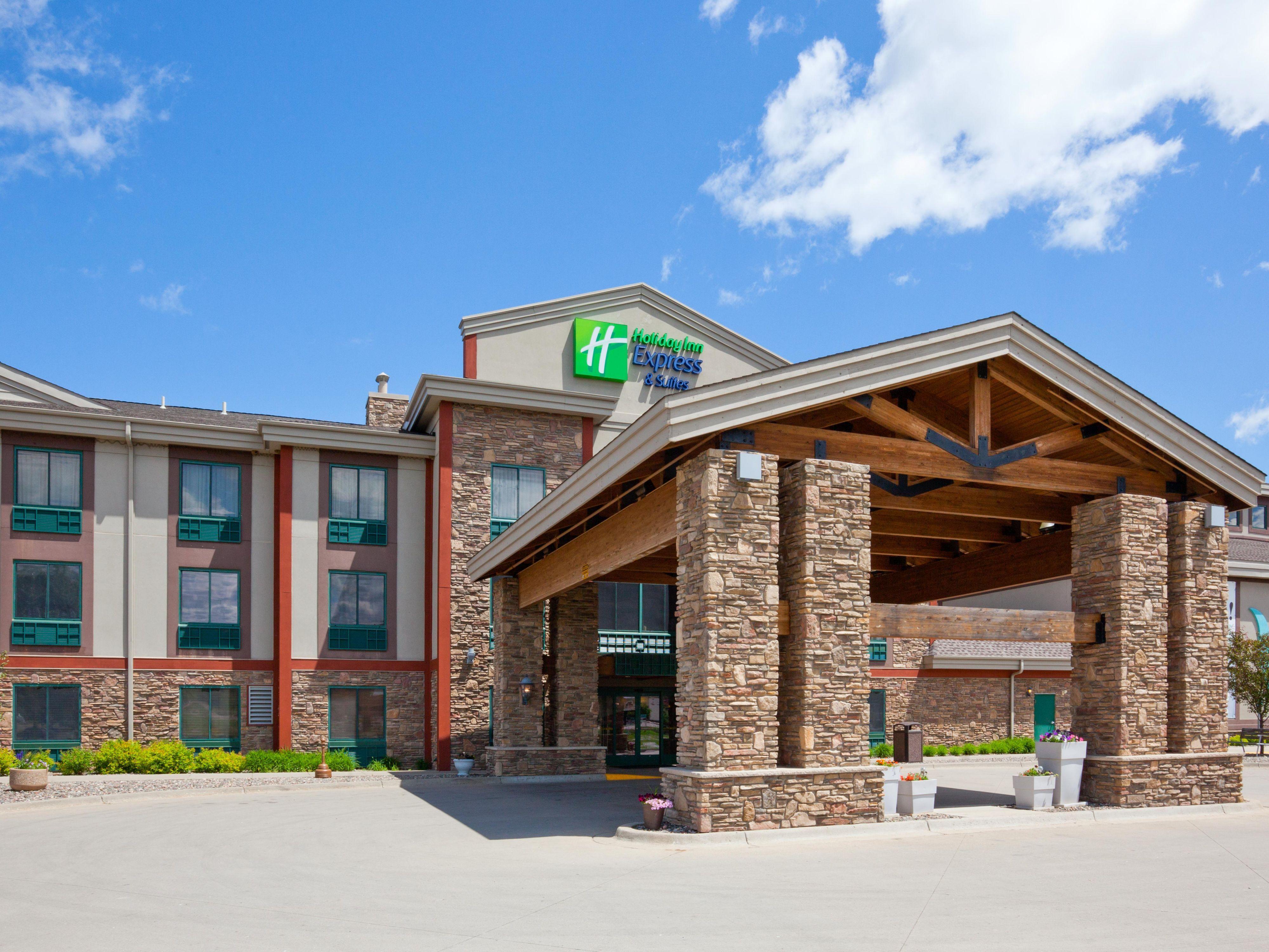 Holiday Inn Express Suites Brainerd Baxter Hotel By Ihg Holiday Inn Hotel Hotel Suites