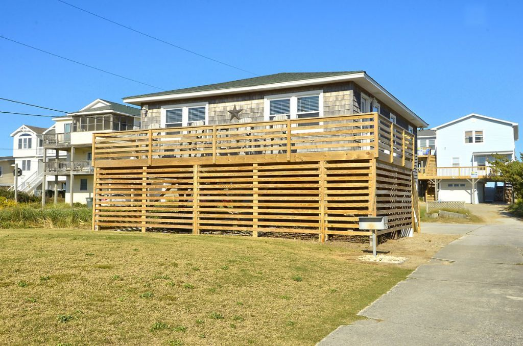 *Snow Goose 3* Delight in this classic #NagsHead style ...