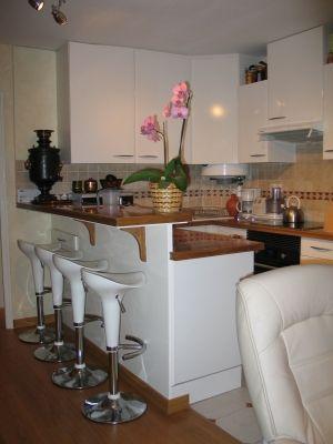 Exemple bar avec protection pour mettre la plaque de cuisson cuisine pint - Cuisine americaine blanche ...