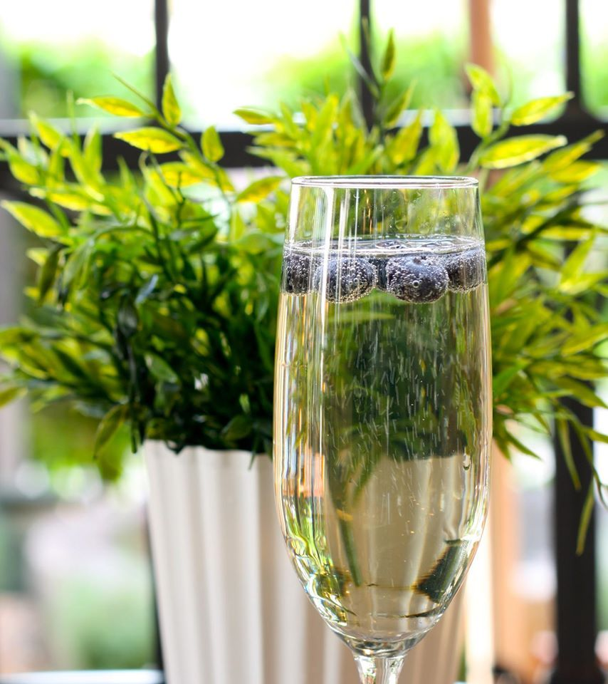 Easter Sunday Cocktail → Elderflower + Prosecco