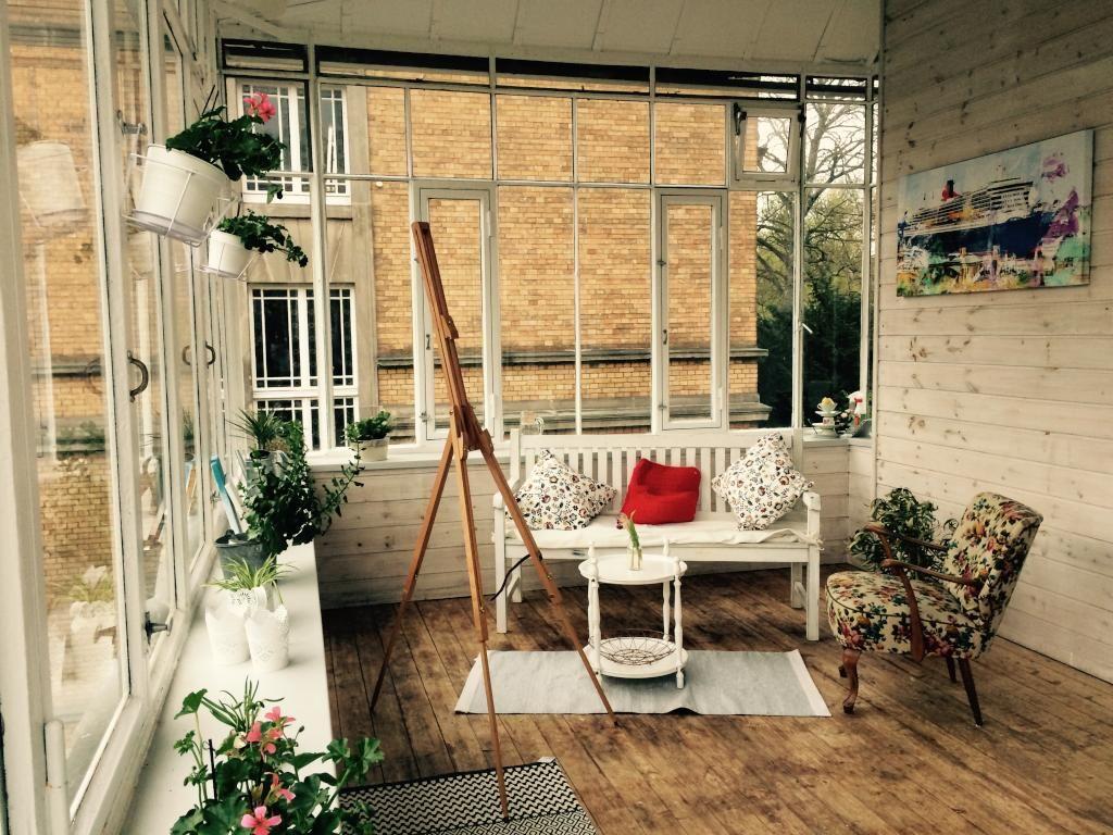 Unglaublich Wintergarten Einrichten Beste Wahl Superschöner Mit Holzboden Und Staffelei. #wintergarten #balkon