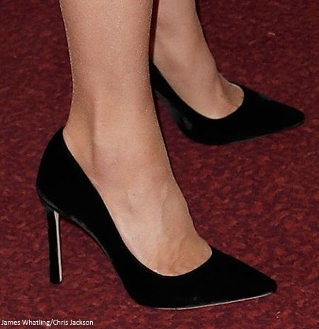 47d980aeeb4b 11 10 2018 Festival of Remembrance - Kate completed the look with Jimmy Choo  Romy 100 velvet pumps ( 895).
