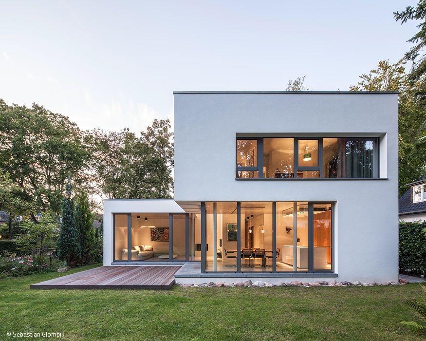 dieses wohnhaus f r eine familie mit zwei kindern erz hlt die ganz typische geschichte vom traum. Black Bedroom Furniture Sets. Home Design Ideas