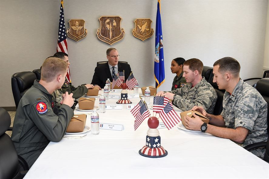 Deputy Defense Secretary Bob Work has lunch with officer students from the 381st Training Group during his visit to Vandenberg Air Force Base, Calif., Feb. 26, 2016. DoD photo by Army Sgt. 1st Class Clydell Kinchen
