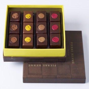 Assortiment de chocolats au macaron du Pierre Herme.
