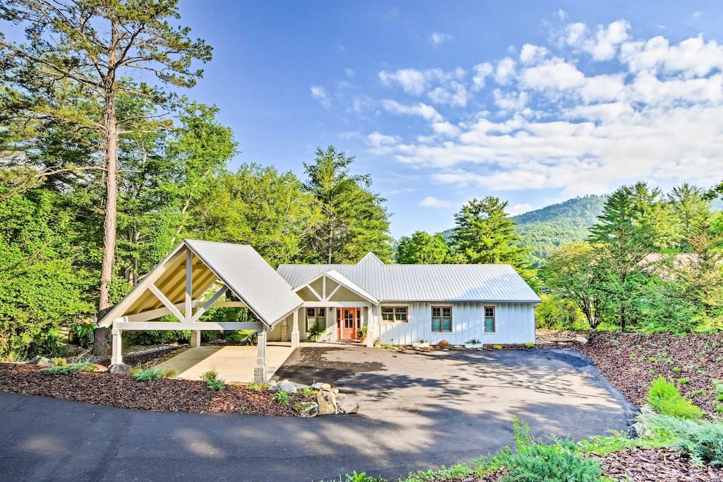 Luxury Lakefront Hiawassee Cottage W Boat Dock Houses For Rent In Hiawassee Georgia United States Renting A House Lakefront Hiawassee