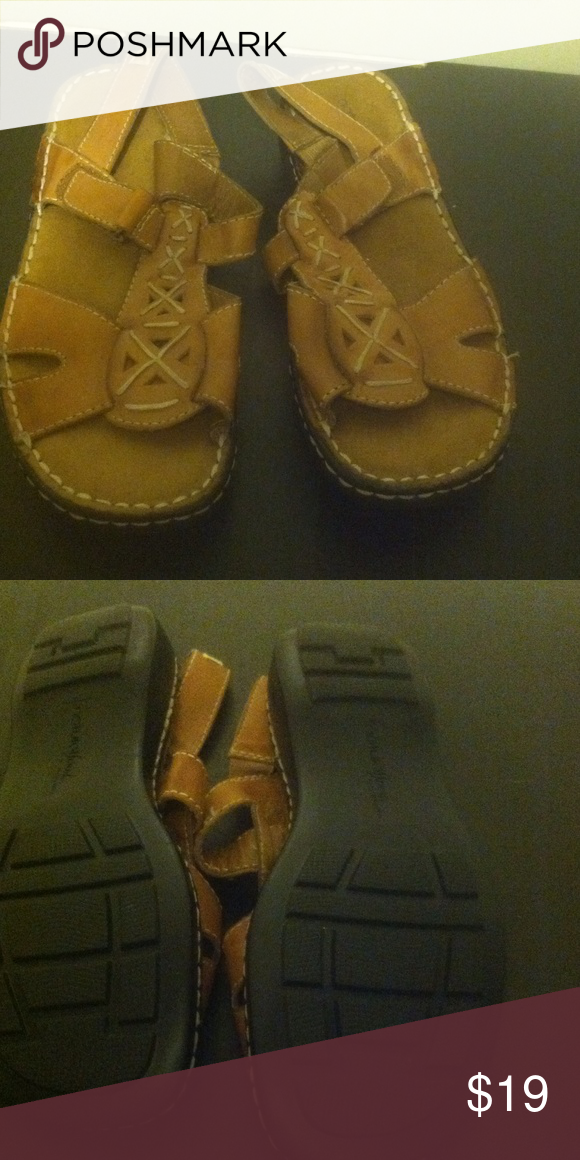 Naturalizer shoes sandals
