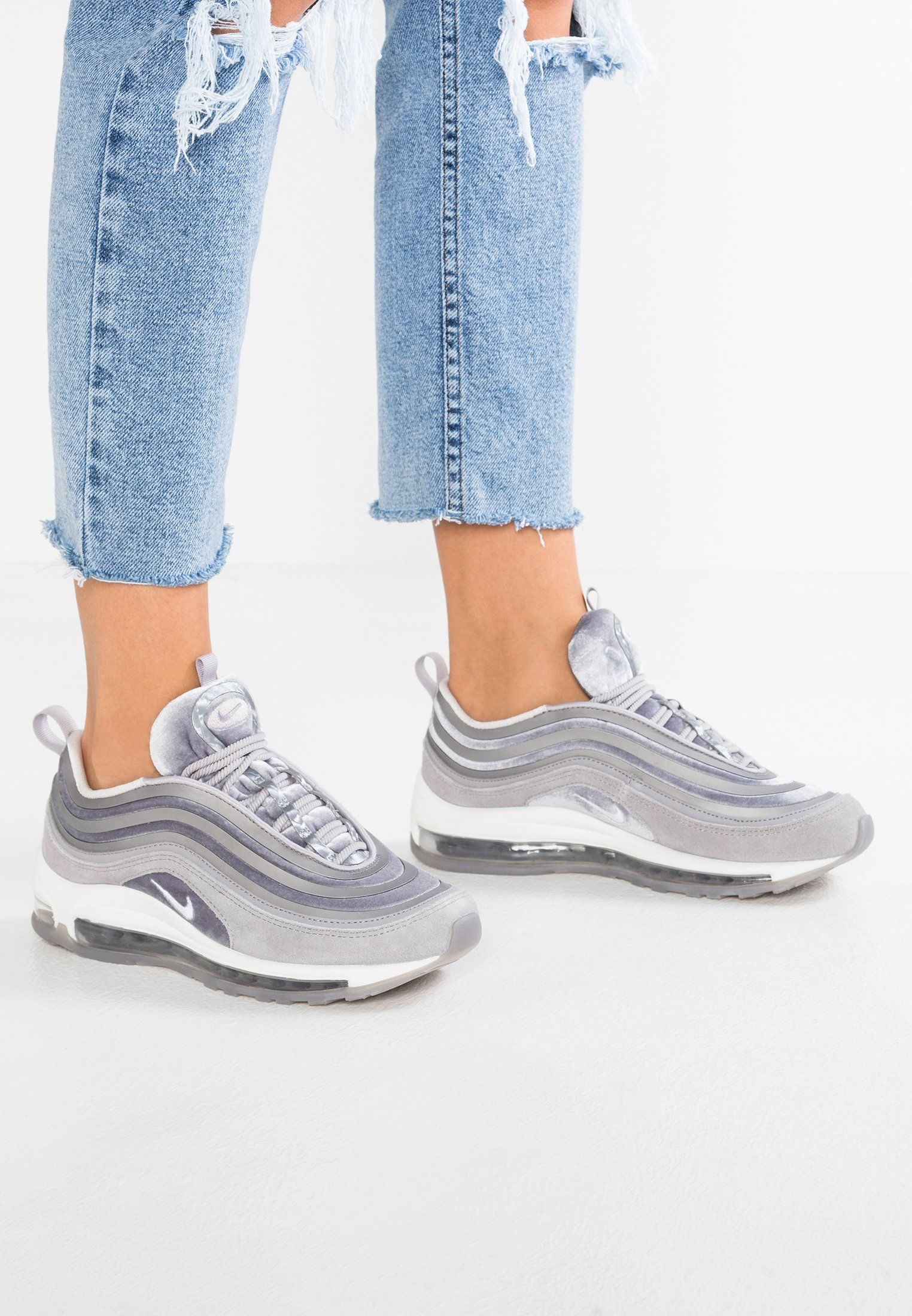 Moins cher Nike AIR MAX 95 LX Baskets basses gunsmoke