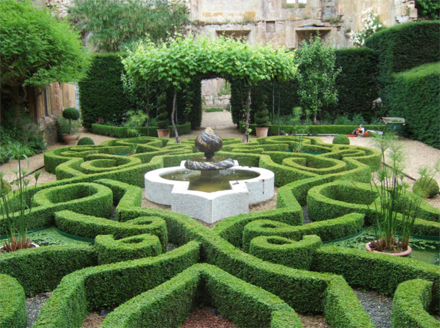 the intricate design of the tudor knot garden at sudeley castle