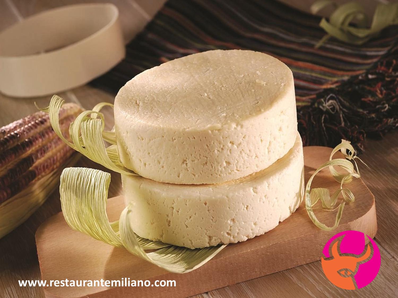 RESTAURANTE EMILIANO. El queso fresco también conocido como blanco, es muy suave y es excelente como guarnición para los platillos típicos poblanos. En Restaurante Emiliano, le invitamos a probar una orden de este delicioso queso para acompañar sus alimentos. www.restaurantemiliano.com