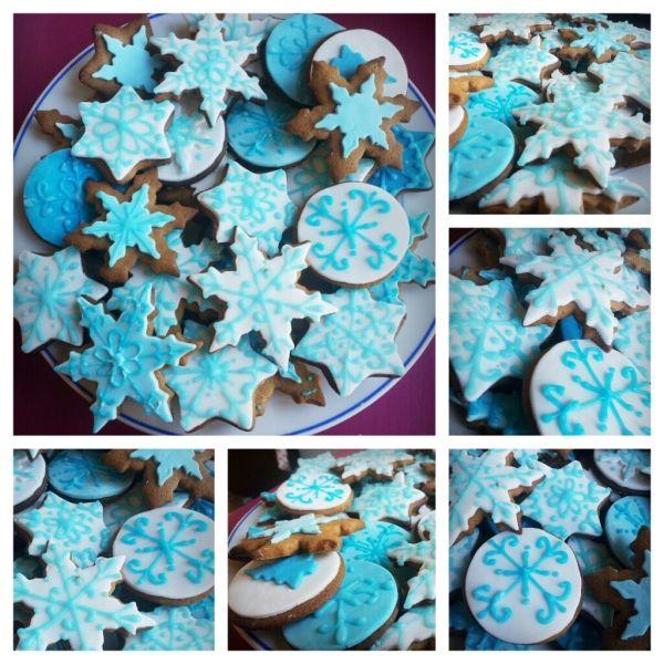 Halusin kerrankin tehdä hieman siistimpiä ja tyylikkäämpiä pipareita, joten päädyin koristelemaan erillaisia lumihiutale tyyppisiä pipareita. - by Petra -- #Piparkakku #Joulu #PipariBattle2013