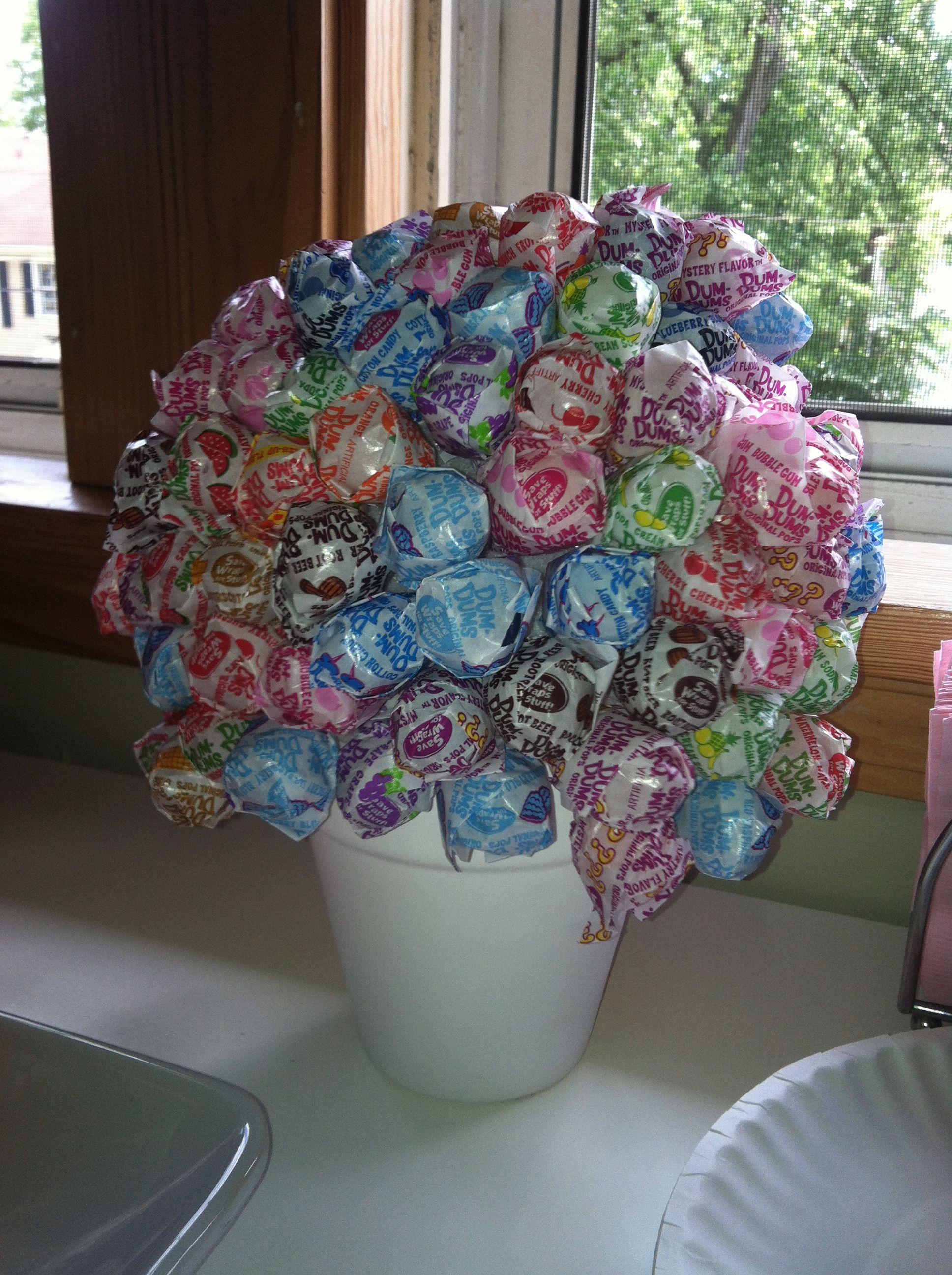 Sucker centerpiece candy table dum flowers