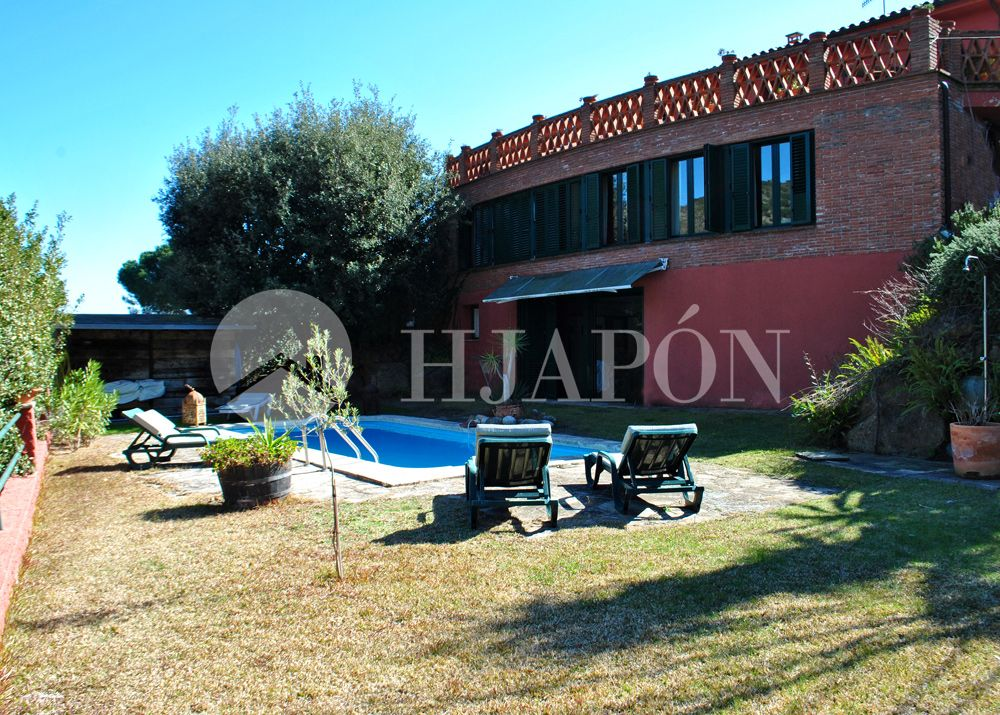Luxury estate for sale in Alella, on the coast of