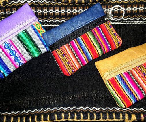 e472ac1ed Monederos en Lima, sencilleros tipo llavero en tela andina realizados por  artesanos, monederos hechos