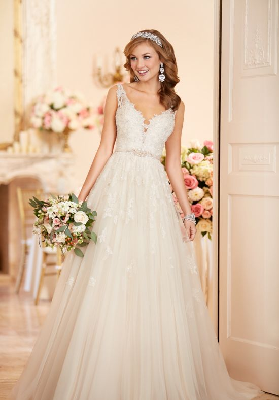 A-line wedding dress with sweetheart neckline and floral lace ...