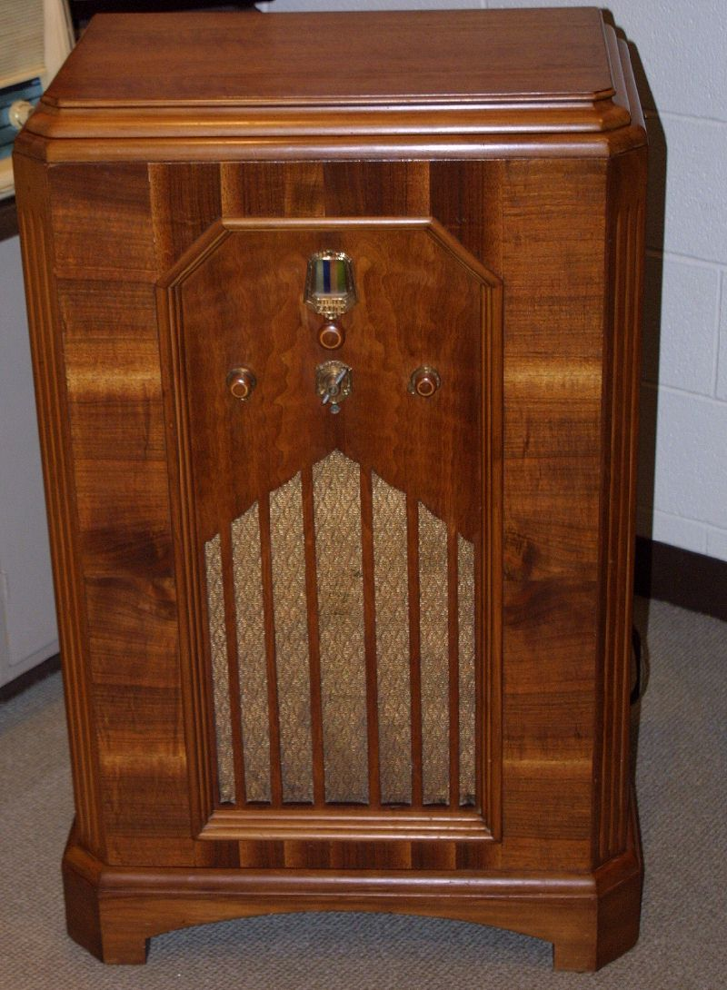 Cabinet Radio, mid 1930's, probably by E.H. Scott. - Cabinet Radio, Mid 1930's, Probably By E.H. Scott. Old Radios