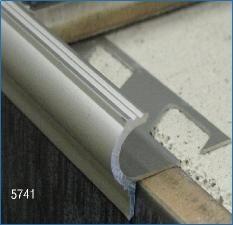 Nez De Marche D Escalier Carrelage Aluminium Antiderapant Nez De Marche Marche Escalier Escalier Carrelage