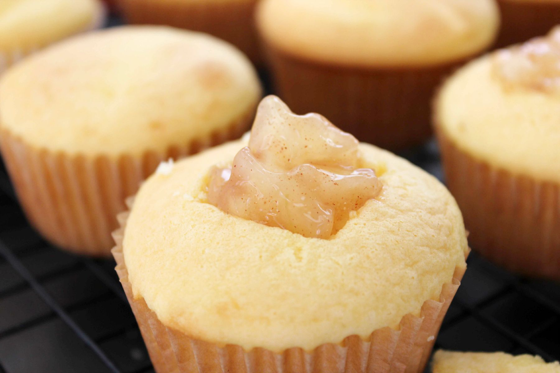 Apple Filled Cupcakes with Brown Sugar Cinnamon Buttercream Frosting - Life Love Liz #applecidercupcakeswithbrownsugar Apple Filled Cupcakes with Brown Sugar Cinnamon Buttercream Frosting
