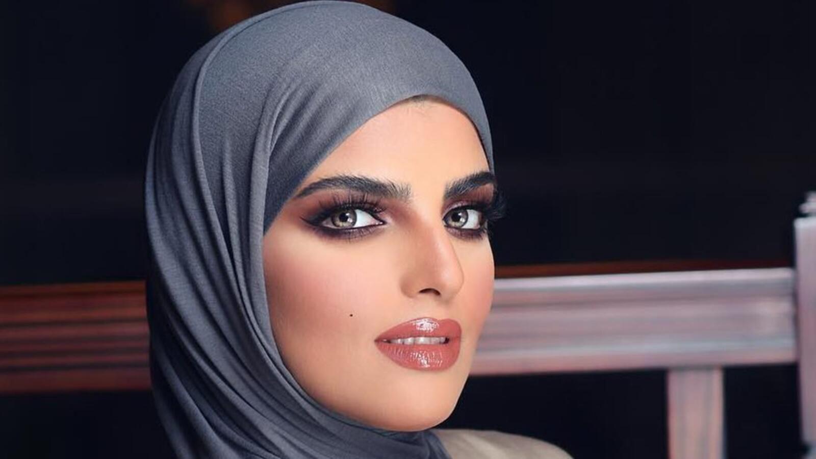 سارة الودعاني تستعرض حملها الثاني بصور جديدة شاهدي Fashion Hijab