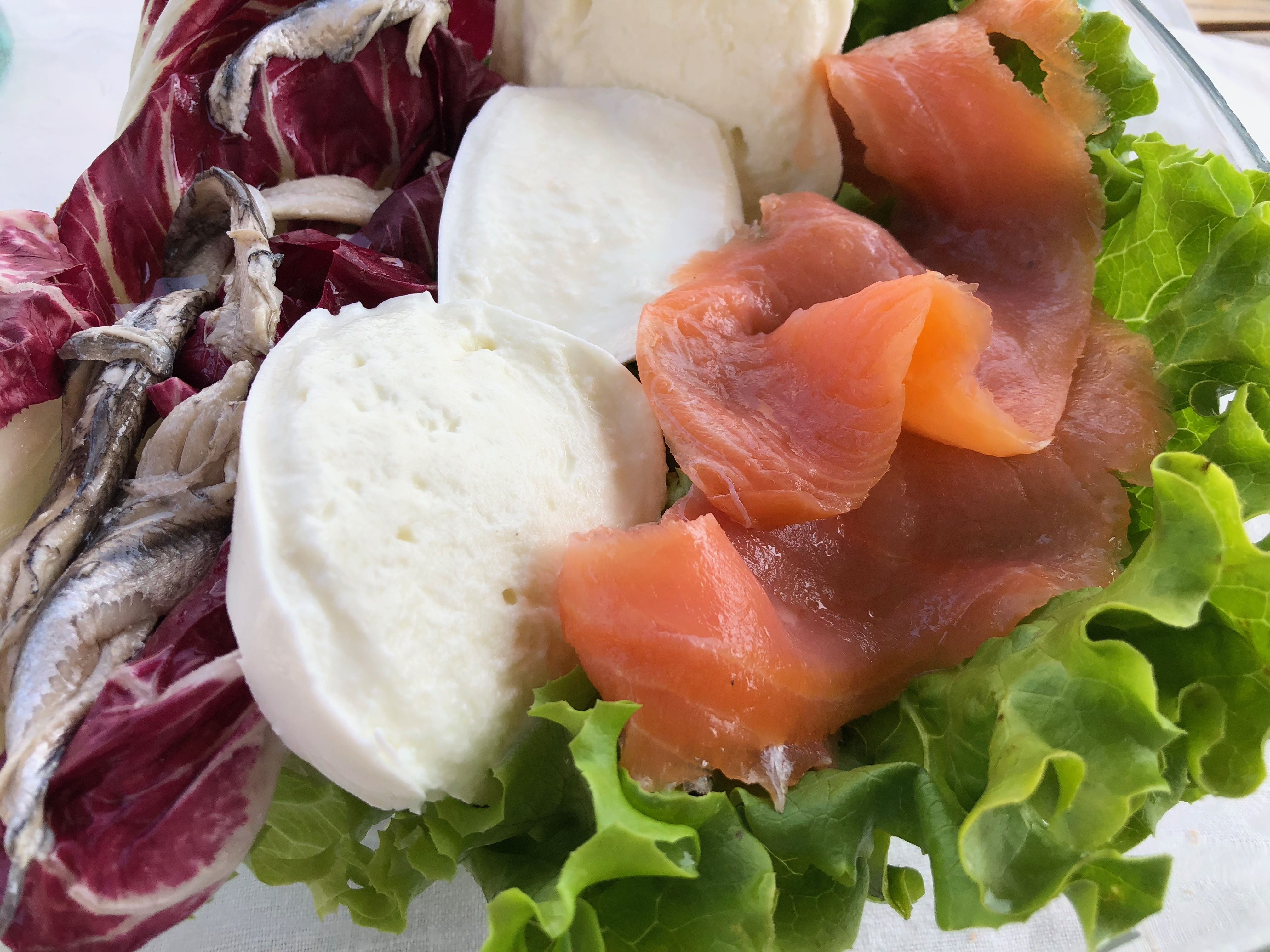 Come Cucinare Le Alici Marinate Insalata Mista Con Salmone Affumicato Mozzarella E Alici