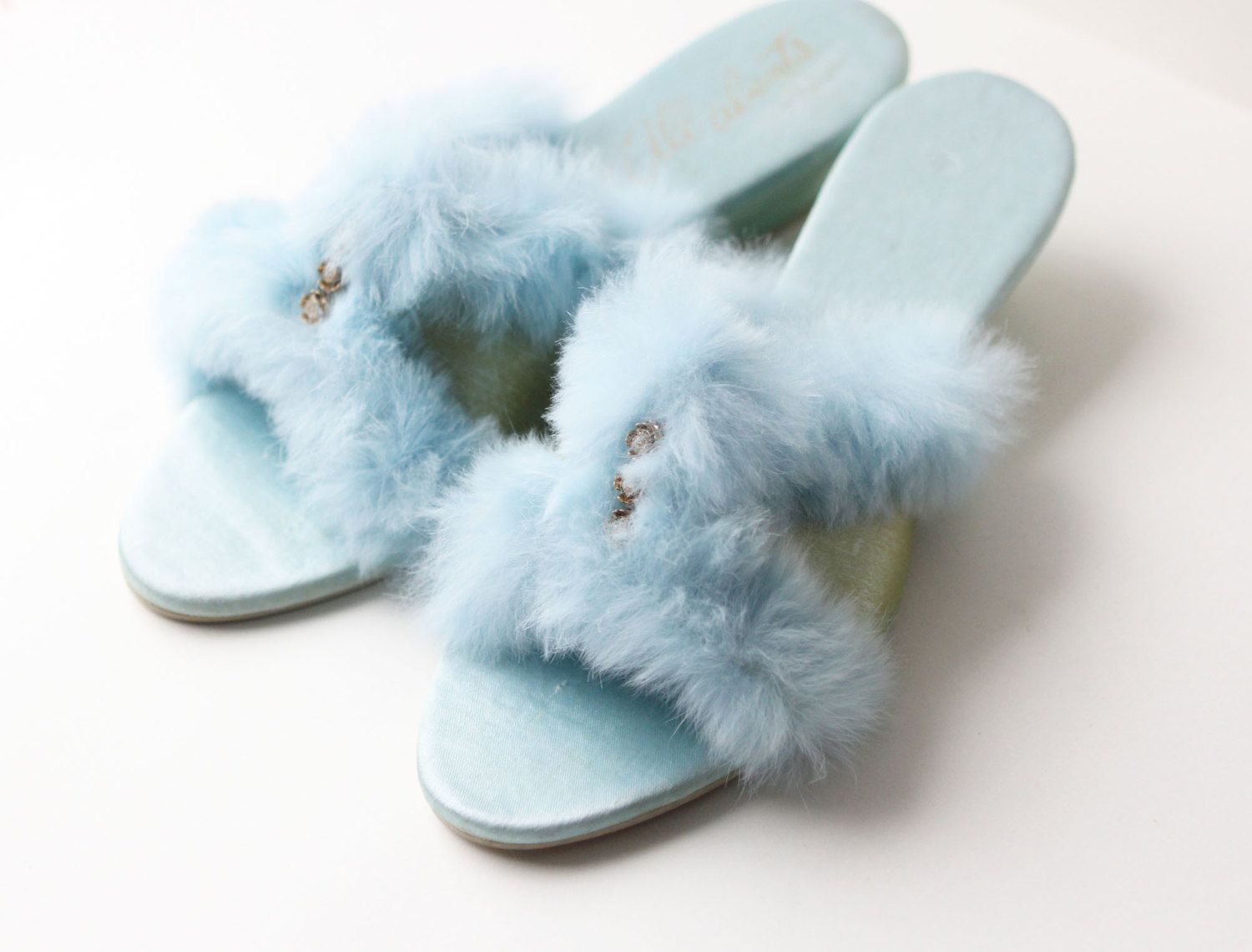 b59e9cee4ee39 VINTAGE SLIPPERS - bedroom shoes, fuzzy powder blue - 1960s - SIZE ...