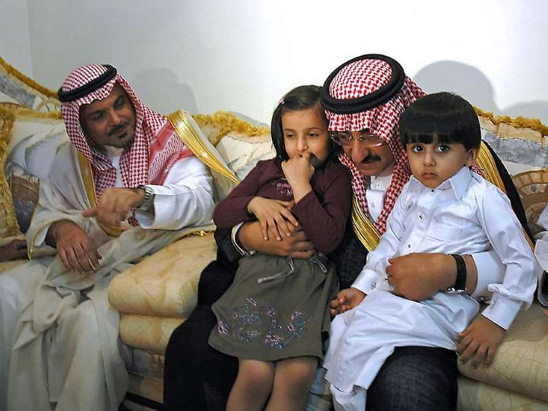 2010 الإعلان عن محاولة لاغتيال الأمير محمد بن نايف بن عبد العزيز وزير الداخلية السعودي Str Afp Getty Images Fashion Hats Bucket Hat