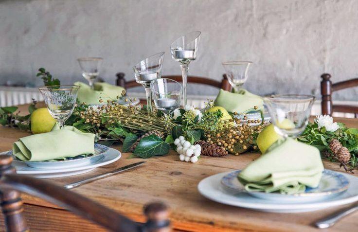 Moderner Tisch für Ihr Zuhause #gedecktertisch Moderner Tisch für Ihr Zuhause Gedeckter Tisch mit Wildkraut, Knallerbsen & Äpfeln – Esseum #gedecktertisch Moderner Tisch für Ihr Zuhause #gedecktertisch Moderner Tisch für Ihr Zuhause Gedeckter Tisch mit Wildk   -  #esszimmerdekorationDIY #gedecktertisch Moderner Tisch für Ihr Zuhause #gedecktertisch Moderner Tisch für Ihr Zuhause Gedeckter Tisch mit Wildkraut, Knallerbsen & Äpfeln – Esseum #gedecktertisch Moderner Tisch für Ihr Zuhau #gedecktertisch
