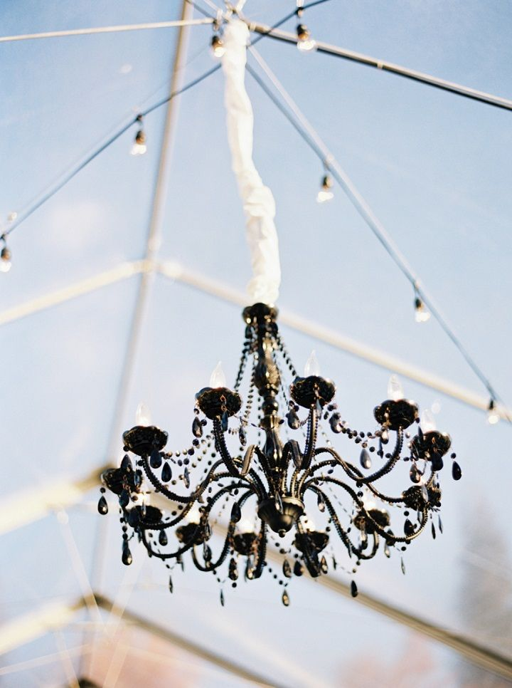Black chandelier as wedding decors | Fall backyard wedding with burgundy details | fabmood.com #wedding #fallwedding #chandelier