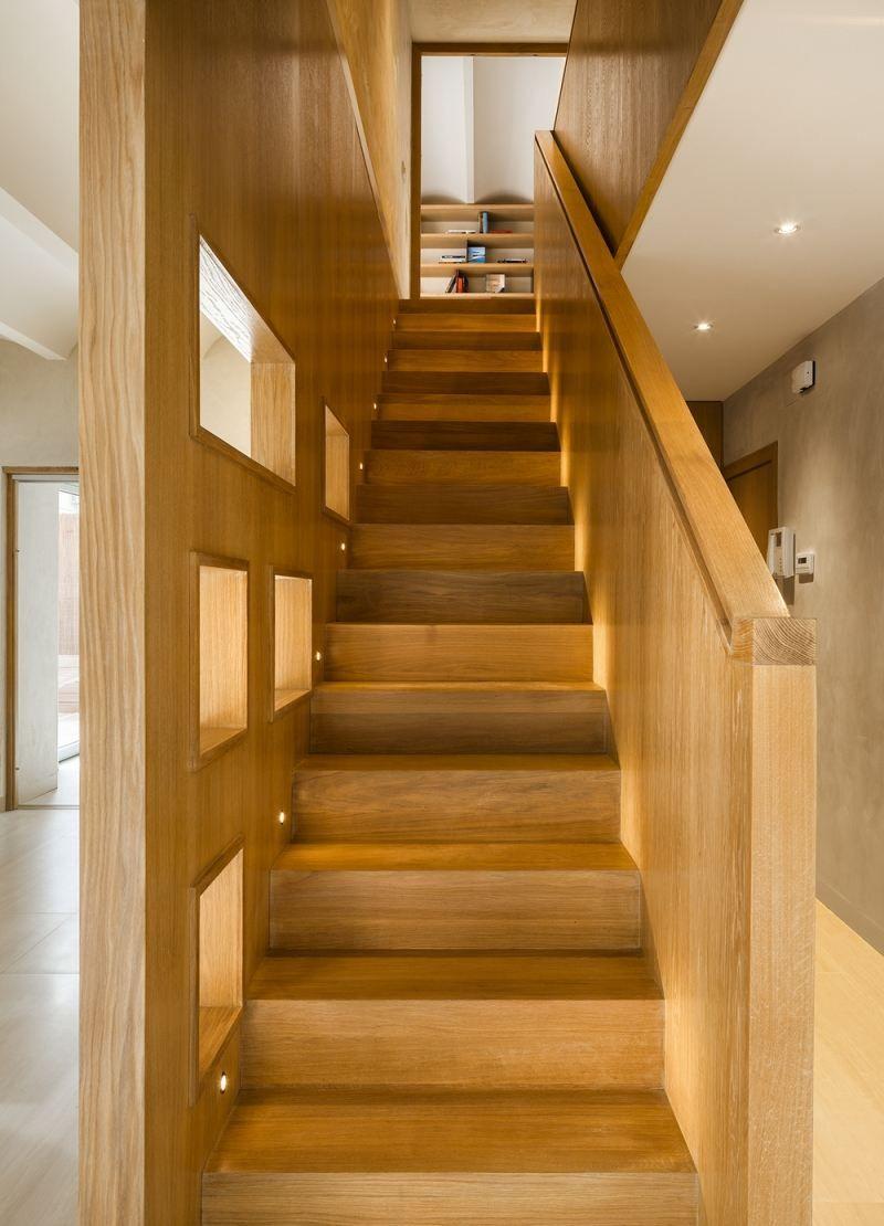 escalier droit et escalier tournant en 100 designs superbes escalier droit la marche et spots. Black Bedroom Furniture Sets. Home Design Ideas