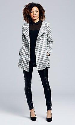 <ul>%0D%0A<li>Perfect Fall collarless jacket.</li>%0D%0A<li>Easy, slight A-line shape with oversized buttons.</li>%0D%0A</ul>