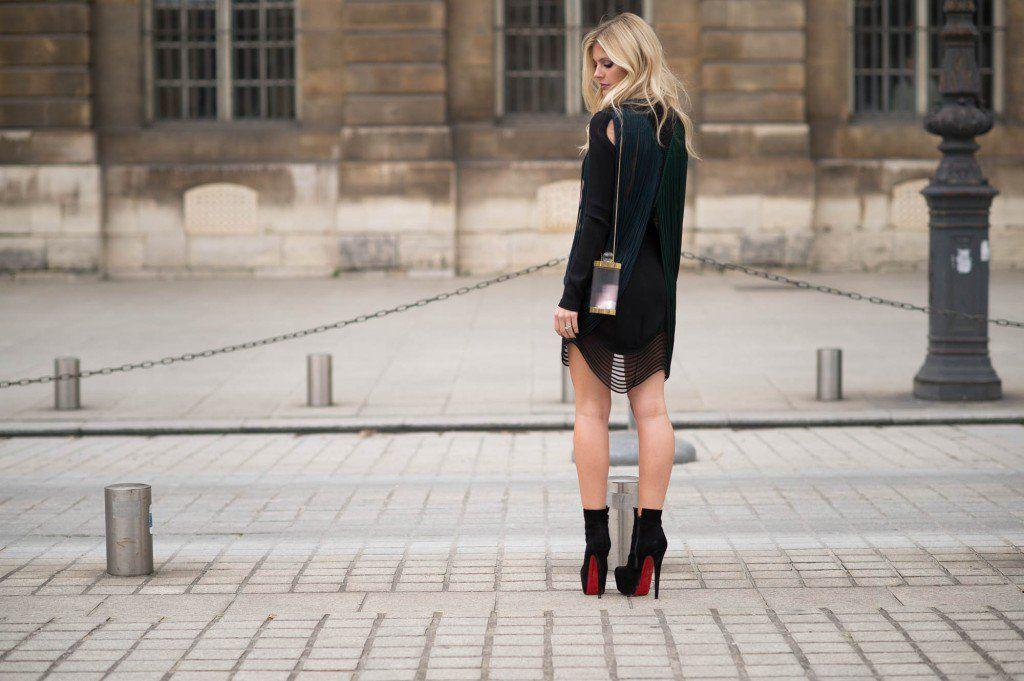 Vestido Stella McCartney Bota Louboutin Bolsa Charlotte Olympia