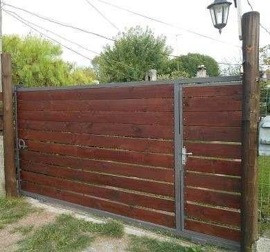 Porton corredizo hierro y madera tratada precio x m2 for Portones madera rusticos